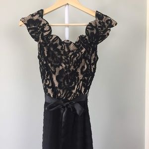 Betsy & Adam Elegance Off-The-Shoulder Black Lace